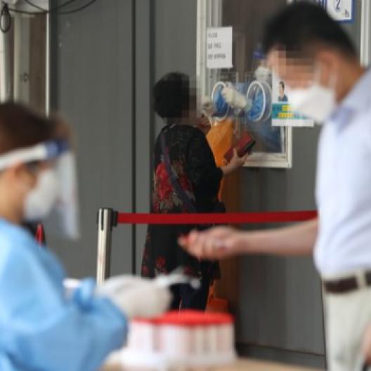 1차 접종 70% 샴페인 일렀나 내주 확진자 4000명 가능성
