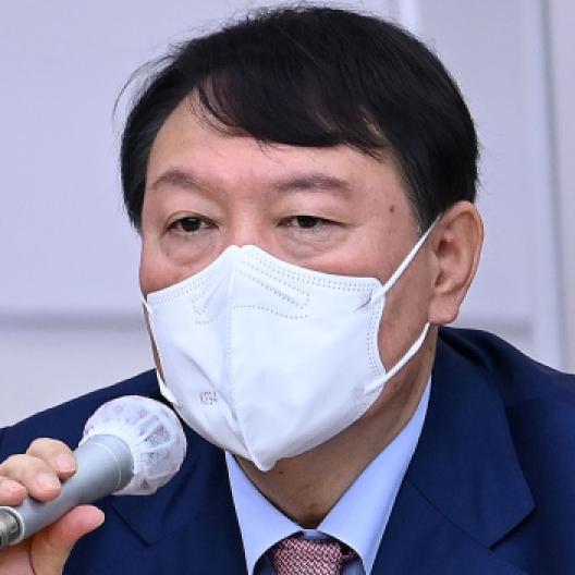 """""""뼈 때리는 글 맞았다"""" 한밤 尹캠프 뒤집은 서민"""