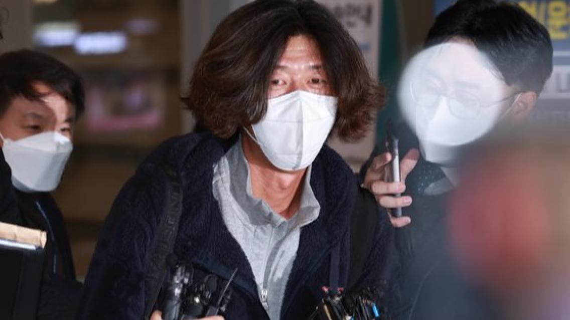 """검찰에 체포된 남욱 """"그분 누구냐"""" 묻자 '묵묵부답'"""