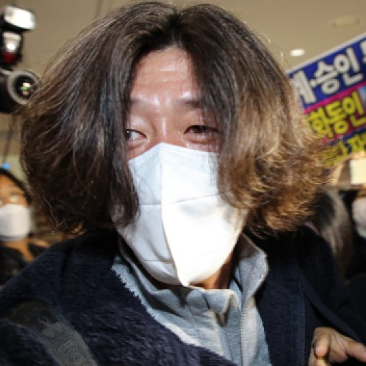 """새벽 공항서 체포된 남욱 """"그분 누구냐"""" 묻자 '묵묵부답'"""
