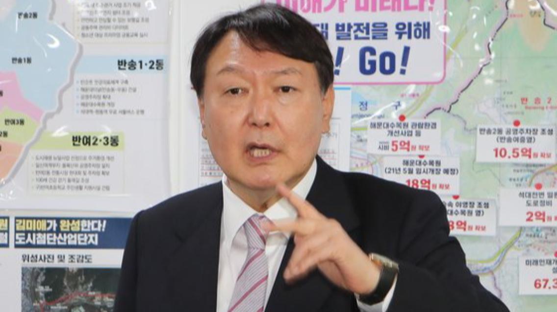 """""""전두환, 5·18 빼면 잘 했다"""" 野대선주자도 등 돌린 尹 발언"""